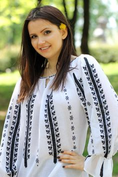 Ie Romaneasca - Chic Roumaine Palestinian Embroidery, Hand Embroidery Tutorial, Cross Stitching, Flower Art, Bridal Dresses, Diy And Crafts, Costumes, Sewing, Chic