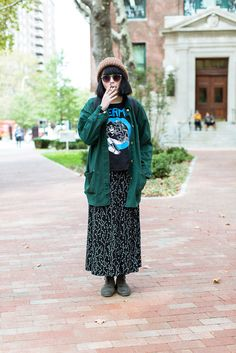 Reminds me of myself in the art student outfit, student fas Nyc Fashion, College Fashion, College Outfits, School Fashion, Look Fashion, Trendy Fashion, College Style, School Outfits, Fashion Fall