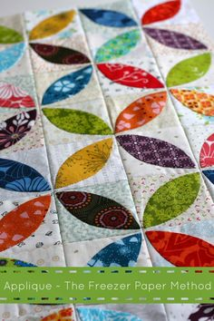 I am intrigued by the use of freezer paper in this. Orange Peel Applique, the Freezer Paper Method tutorial by A Little Bit Biased Quilting Tutorials, Quilting Projects, Quilting Designs, Sewing Projects, Quilting Ideas, Quilt Design, Patchwork Quilting, Scrappy Quilts, Applique Quilts