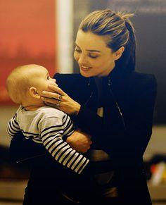 Miranda Kerr & Flynn, such a cute loving mommy picture :)
