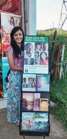 Brasil - Larissa sharing in public witnessing. #literature_cart