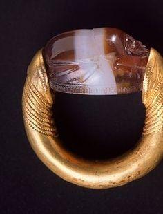 Scarab gold ring, from Cerveteri (Lazio). Etruscan civilization, 4th Century BC.