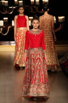 Manish Malhotra at India Couture Week 2014 Indian Bridal Fashion, Pakistani Bridal Wear, Indian Wedding Outfits, Bridal Outfits, Indian Outfits, Couture Mode, Couture Fashion, Couture Week, Indian Attire