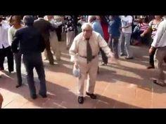 Hombre de 80 años Bailando Rock and Roll