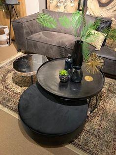 Nordic Interior Design, Interior Design Living Room, Living Room Designs, Home Living, Living Room Modern, Appartement Design, Modern Appartement, Table Decor Living Room, Black Coffee Tables