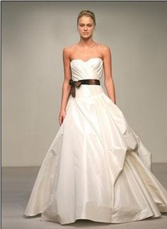 Simple Buy u sell new sample and used wedding dresses bridal party gowns Your dream wedding dress is here at a truly amazing price