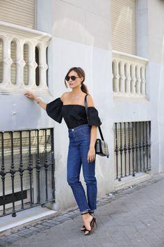 love_me_tender_Pinko_ladyaddict_1. Off the shoulder black top+jeans+ankle strap black sandals+black shoulder bag. Summer outfit 2016