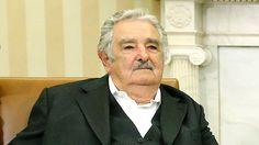 El presidente uruguayo, José Mujica, ha causado furor en las redes sociales después de una entrevista emitida en la televisión española. Más de 100.000 tuits con el hashtag #unPresidenteDiferente denuncian la situación de la casta política española. Abraham Lincoln, Internet, Interview, Social Networks, People, Places