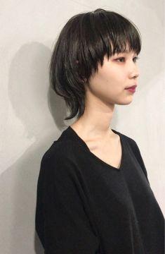 Pin on ウルフ (Wolf cut hair) Short Hair With Layers, Short Hair Cuts, Girl Haircuts, Girl Hairstyles, Medium Hair Styles, Short Hair Styles, Rocker Hair, Mushroom Hair, Mullet Hairstyle