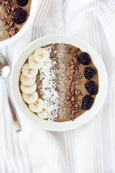 Superfood chocolate smoothie bowl