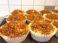 Rabarbermuffins med kaneltopping | Gunilla Raw Food Recipes, Sweet Recipes, Baking Recipes, Best Rhubarb Recipes, Breakfast Basket, Swedish Recipes, Dessert Drinks, No Bake Desserts, Food To Make