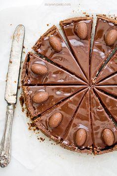 Cheesecake with milk chocolate Chocolate Cheesecake, Pumpkin Cheesecake, Chocolate Desserts, Cheesecake Recipes, Chocolate Chip Cookies, Dessert Recipes, Chocolate Cake, Just Desserts, Delicious Desserts