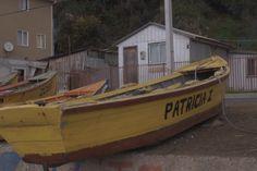 Se aprecia la forma curva del bote con una punta en la parte delantera que les da cierta agresividad a la forma