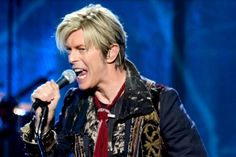 Po prehratom boji s rakovinou zomrel David Bowie vo veku 69 rokov tri dni po tom, ako vydal nový album.