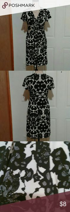 Daisy Fuentes Dress 💞 Fashionable Daisy Fuentes dress. Size medium. Smoke free home. Daisy Fuentes Dresses Midi