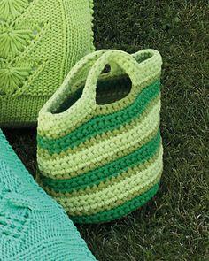 http://knittingfever.com/fil-katia/pattern/45-3/