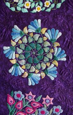Close up, Hearts and Garlands by Liz Jones (UK), seen at  a 2007 quilt show.  Photo by Barry Sharples