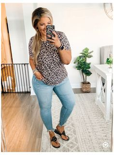 Amazon find top / AE distressed denim #plus #size #outfits #for #summer #casual Casual Mom Style, Casual Outfits For Moms, Curvy Girl Outfits, Summer Work Outfits, Business Casual Outfits, Casual Plus Size Outfits, Casual Friday Work Outfits, Edgy Style, Fashionable Outfits