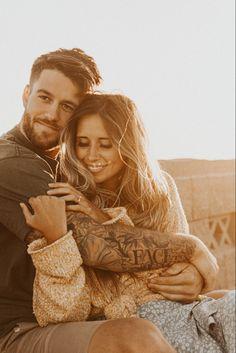 Engagements, Engagement Session, Engagement Photos, Couple Posing, Couple Shoot, Couple Photography Poses, Photography Ideas, Wedding Photographer Outfit, Adventure Couple