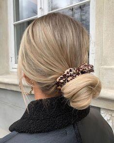 Bun Hairstyles, Pretty Hairstyles, Banana Clip Hairstyles, Hair Inspo, Hair Inspiration, Decor Inspiration, Brown Blonde Hair, Girls With Blonde Hair, Blonde Hair Outfits