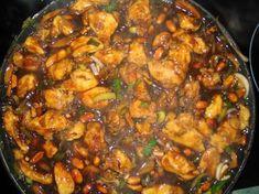 Kuře Kung Pao 4 kuřecí řízky, 1 malá soj omáčka, solamyl, 3 vejce, worcester, cukr, voda (nebo bílé víno), nesolené arašídy, žampióny, zelenina dle chuti( cibule, pórek, pekingské zelí)POSTUP Kuřecí řízky na nudličky,dáme do vajec a solamylu (1/2 krabičky),poté maso smažíme ponořené v oleji Na pánvi osmahneme arašídy, žampióny a zeleninu. K tomu přidáme osmažené maso a zalijeme zálivkou ( do půllitru celou sojovku, trochu worcestru, dolijeme a osladíme.3 minuty povaříme a zaprášíme solamylem Asian Recipes, Ethnic Recipes, Kung Pao Chicken, Wok, Paella, Poultry, Crockpot, Curry, Good Food