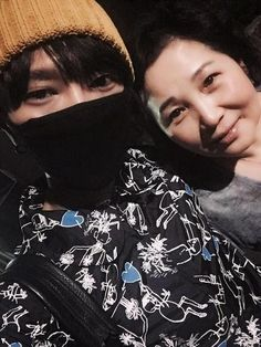"SUPER JUNIORイェソン、""愛するお母さん""と2ショット写真公開!…"
