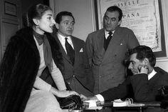 Maria Callas con Luchino Visconti, Cesare Valletti e Leonard Bernstain (La Sonnambula - 1955)