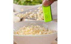 これは便利!包丁に張り付いた具材を取り除く「クリーニングクリップ」