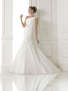 Embrace Bridal (based near Peterborough) offers beautiful wedding gowns, in sample sizes ranging in price from to