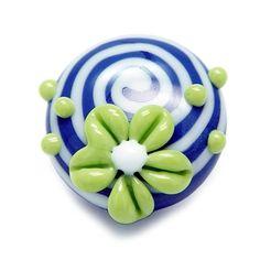 Alexiss Glas Button - bauer Druckknopf mit weißen Streifen und grüner Blüte