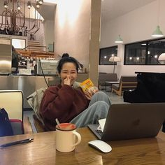 Back To University, University Life, Uni Life, College Life, Study College, Korean Girl Ulzzang, Study Outfit, College Aesthetic, Foto Casual