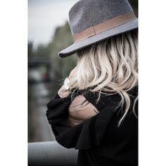 @littlefashioncloset - Sweater Lili Sidonio Fall winter 2017 Total look Lili sidonio available on our e-shop   #lilisidonioxmollybracken #lilisidonio #mollybracken #catwalk #runaway #frenchbrand #frenchcollection #wintercollection  #modefrance #urbancollection #ootd #trendy  #winterlook #teenblogger #fashionista #urbanstyle