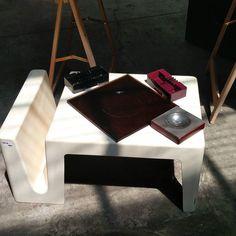 #spazio900design #eastmarket tavolino con portariviste e portaceneri #olivetti