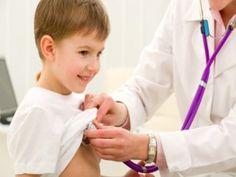 Erfahren Sie mehr über U-Untersuchungen. Die U-Untersuchungen beim Kinderarzt dienen der Früherkennung von Krankheiten oder Entwicklungsstörungen. Es ist wichtig, dass Du die Termine rechtzeitig vereinbarst und sie auch wahrnimmst. Bis zur Einschulung stehen neun U-Untersuchungen an, danach sind weitere Untersuchungen auf freiwilliger Basis möglich.Je früher Krankheiten oder Entwicklungsverzögerungen beim Kind erkannt werden, desto besser lassen sie sich behandeln und therapieren…