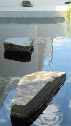 Indoor Courtyard, Courtyard Landscaping, Landscape Architecture, Landscape Design, Stone Feature Wall, Modern Water Feature, Japanese Interior, Water Features, Land Scape
