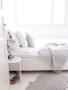 Met een minimalistisch interieur kom je helemaal tot rust in huis! Klik op de afbeelding voor meer tips voor een Zen interieur.
