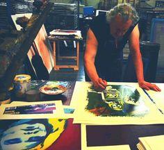 Giuliano Grittini al lavoro nel suo studio