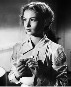 Veronica Lake, So Proudly We Hail! (1943).