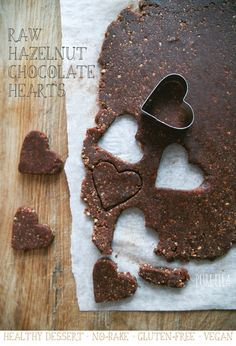 Pure-Ella-raw-hazelnut-chocolate-hearts