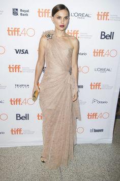 Natalie Portman at the 2015 Toronto Film Festival. Estilo Natalie Portman, Natalie Portman Mila Kunis, Natalie Portman Style, Celebrity Red Carpet, Celebrity Style, Lanvin, Nathalie Portman, Toronto Film Festival, L'oréal Paris