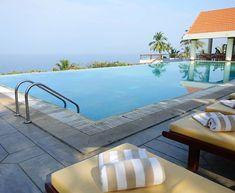 Der Infinity Pool des Resorts bietet spektakuläre Ausblicke auf den indischen Ozean  #taipantouristik #indien #pool #sonne #immereinereisewert #kerala #kovalam #infinitypool #wanderlust #reiseblogger #soschön #ausblick #urlaub Goa, Infinity Pool, Kovalam, Wanderlust, Outdoor Decor, Home Decor, Indian, Ocean, Sun