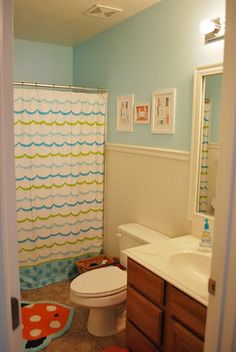 Fun, fun kids bath.  Fun AND classy - just like my cousin Elyse!  Check out the towel hooks!!!