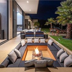 [New] The Best Home Decor (with Pictures) These are the 10 best home decor today. According to home decor experts, the 10 all-time best home decor. Dream Home Design, Modern House Design, Home Interior Design, Exterior Design, Bar Interior, Luxury Homes Dream Houses, Backyard Patio Designs, Backyard Ideas, Garden Ideas