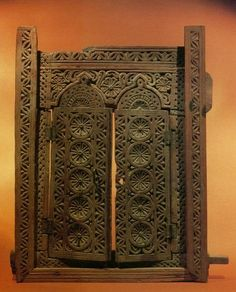 500 year old window frame from the Ajuran Empire, Somalia. Medieval Door, Stone City, Ancient Artefacts, Horn Of Africa, Dry Stone, African Masks, Architectural Features, Beautiful Architecture, Architect Design