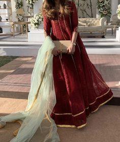 Stylish Dresses For Girls, Simple Dresses, Nice Dresses, Girls Dresses, Awesome Dresses, Pakistani Frocks, Pakistani Outfits, Pakistani Fashion Party Wear, Pakistani Dress Design