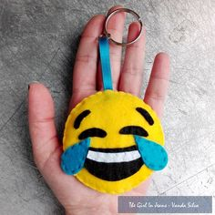 blog post the girl in jeans emoji handmade keychain felt feltro porta chaves artesanato