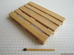 Масштаб 1 к 12, габариты 100х67х12 мм. Сегодня на примере изготовления такой, казалось бы, бесполезной в хозяйстве вещи как паллет, я покажу вам, как получить в домашних условиях тонкие деревянные рейки и как делается достаточно точная имитация гвоздей в поделках из дерева. Итак, что делать, если у…