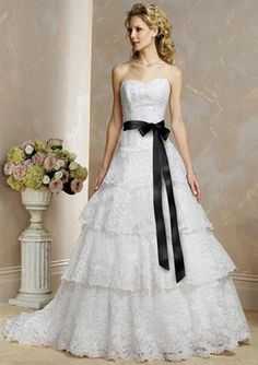 A-Line/Princess Sweetheart Chapel Train Satin Lace Wedding Dresses with Lace Sashes Beadwork