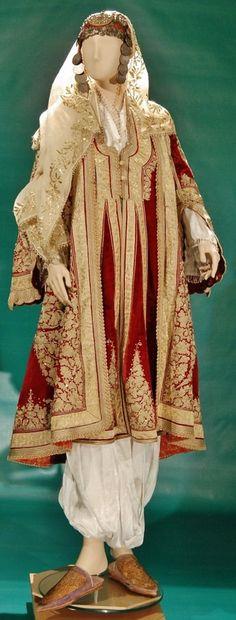 Traditional festive costume from Prishtina/Prizren (southwestern Kosovo), ca. 1900. Ethnic group: Albanian. (Ege University Ethnographic Museum, Izmir).