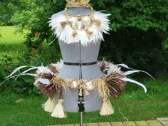 This is a beautiful full hip hei. it can be changed to any color such as: purple pink yellow black green red white blue turquoise aqua tan Red White Blue, Pink Yellow, Purple, Hula, Hawaiian Themed Outfits, Tahiti, Dance Costumes, Headdress, Plant Hanger